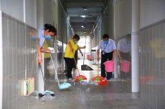 西南大学后勤志愿者清理